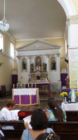 Our Lady Candelaria Church: Altar