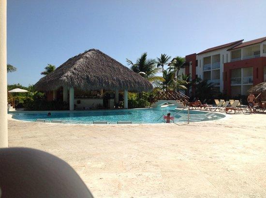 Now Larimar Punta Cana : Sugar Reef Pool Bar and Garden View Pool
