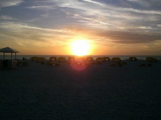 Guy Harvey Outpost, a TradeWinds Beach Resort: Sunset on the beach