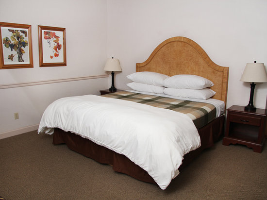 The Wine Country Inn - Country House Inns Jacksonville: Wine Country Inn Standard King Room