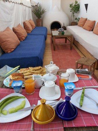 Riad Villa El Arsa: Colazione in terrazza..