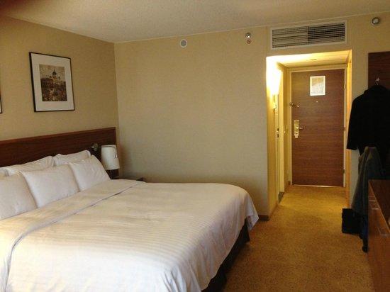 Vienna Marriott Hotel : Room 510 View to Foyer