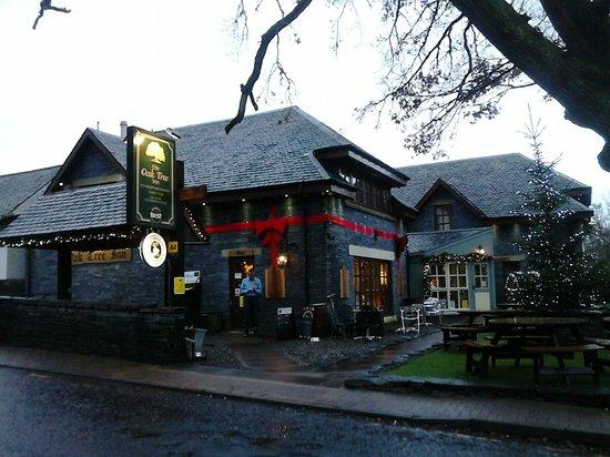 Oak Tree Inn: Fabulous Christmas wrapped Inn