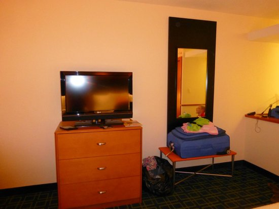 Fairfield Inn & Suites by Marriott Naples: Small TV, but who cares!  We're on vacation!  Not here to watch TV!