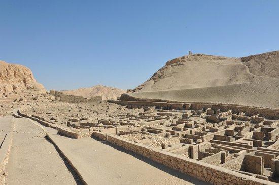 Valley of the Artisans (Deir el-Medina): The housing neighbourhoods of the artisans!