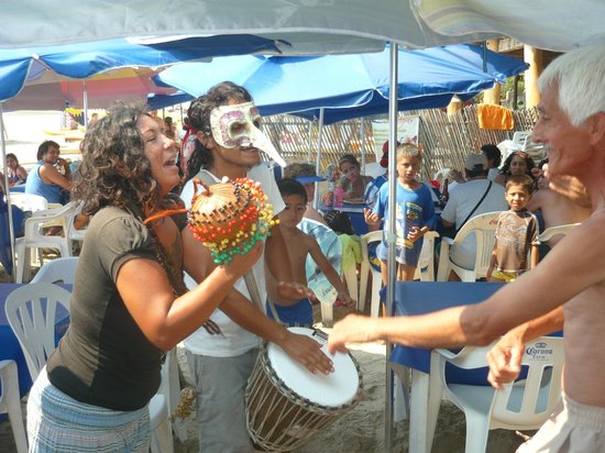 Hotel Rossy: Watching the beach entertainers