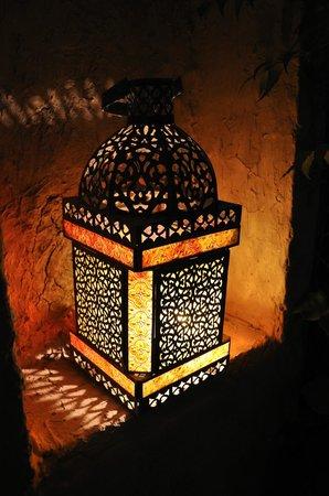Kargeen Caffe : Variety of outdoor lanterns