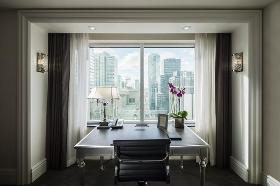 Trump International Hotel & Tower Toronto: In-suite desk