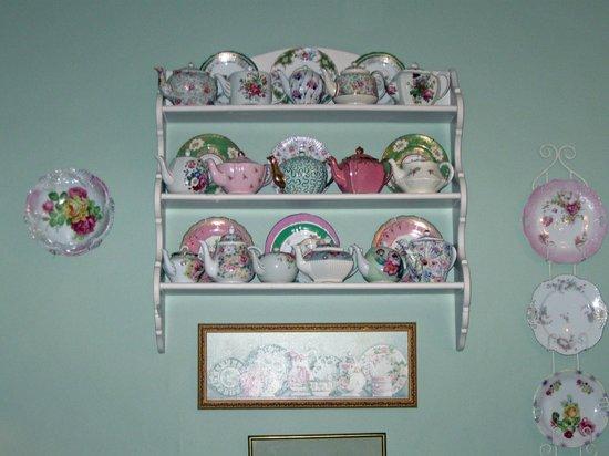 Teaberry's Tea Room: Teapots & Plates