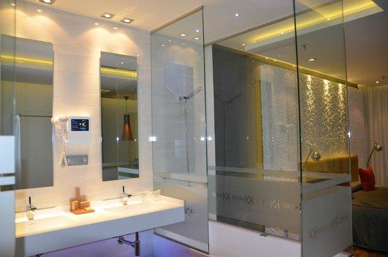Kadrit Hotel: Baño