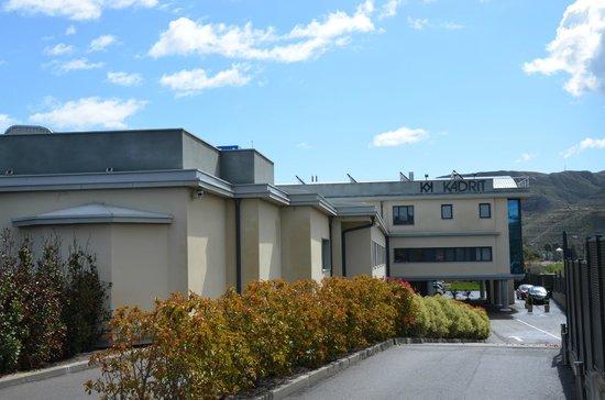 Kadrit Hotel: Entrada al hotel