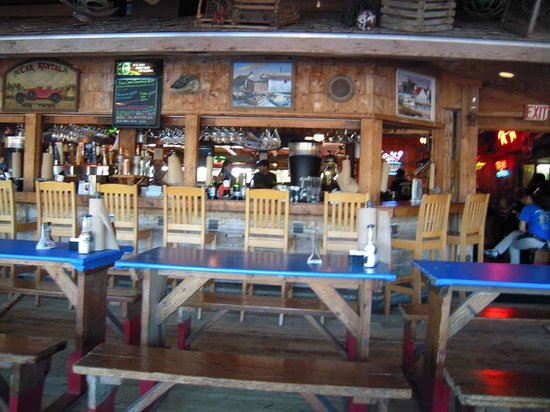 Phillippi Creek Village Restaurant & Oyster Bar : bar during afternoon