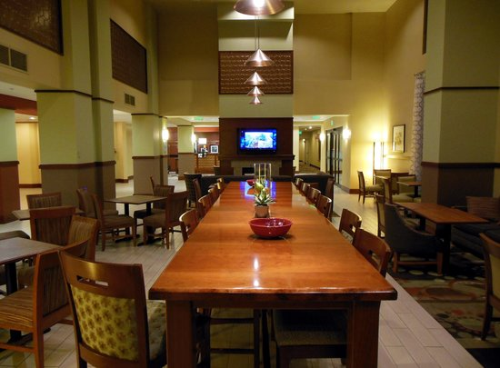 Hampton Inn and Suites Seattle-Airport/28th Ave: Breakfast Room