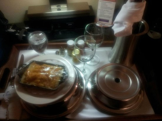 Washington Plaza Hotel: Room service was great; functional lamp/charge station behind.