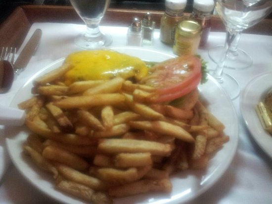 Washington Plaza Hotel: Excellent Burger, Ample Fries