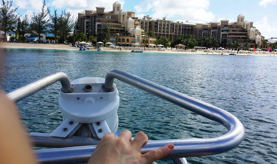 The Ritz-Carlton, Grand Cayman: Paseando en las Bicicletas de mar