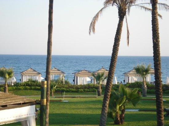 Limak Arcadia Golf & Sport Resort: Ausblick auf die Pavilions und den Strand