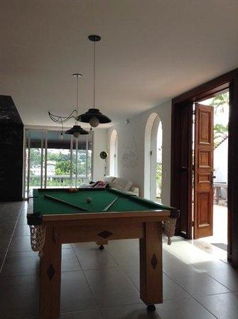 Santa Tere Hostel: pool/tv area