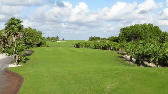 Playa Mujeres Golf Club: #6 plays to the Ocean