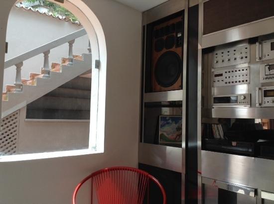 Santa Tere Hostel: music space