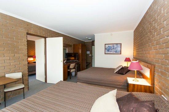 Strzelecki Motor Lodge: Interconnecting Room sleeps upto 7