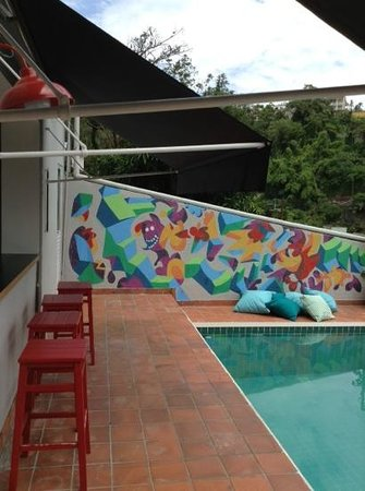 Santa Tere Hostel: bar area by the pool