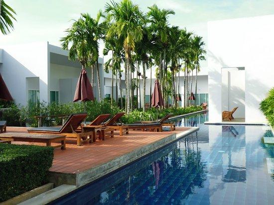 Kata Lucky Villa & Pool Access: vista de las habitaciones con acceso directo a la piscina