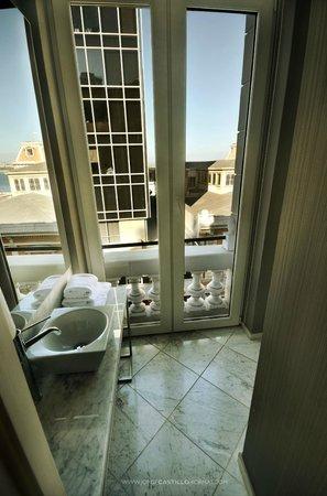 Hotel Terranostra: Cada sala de baño tiene una sorpresa para usted.