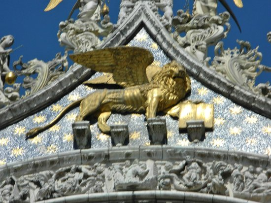 Basilique Saint-Marc : St.Mark's winged lion holds the book quoting-Peace to you Mark, my Evangelist