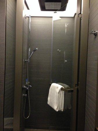 V Wanchai 2 Hotel : Shower