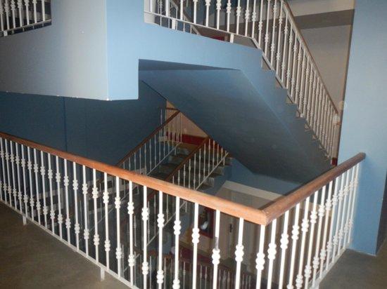 The Frangipani Royal Palace Hotel : Staircase