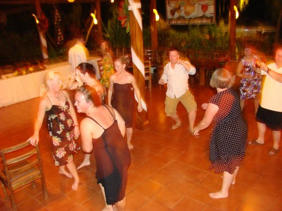 Hotel Bula Bula: Everybody gettin their Groove on @ Wedding party function