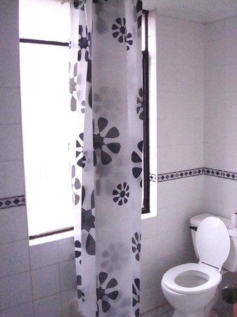 Tayka Hostel: bathroom
