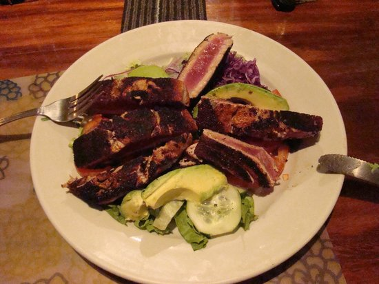 Hotel Bula Bula: The incredible Seared Tuna and Avocado