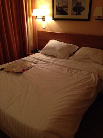 Citadines Saint-Germain-des-Pres Paris: Bedroom was ok but pillows too soft and lights too dim