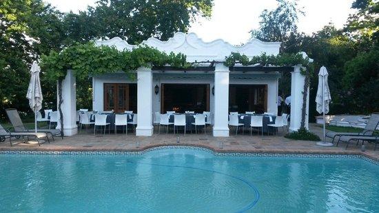 Vrede en Lust Estate: Poolhouse braai time