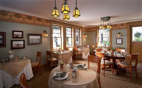 1906 Lodge, A Four Sisters Inn : Breakfast Room