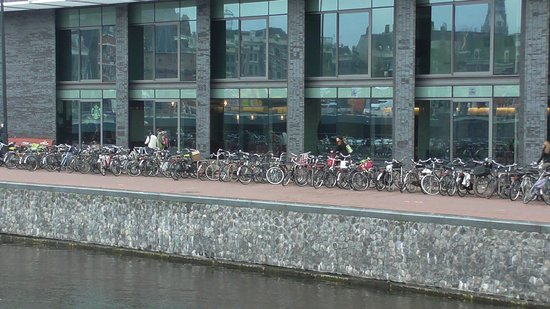 DoubleTree by Hilton Hotel Amsterdam Centraal Station: outside hotel