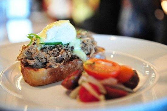 Ka'ana Kitchen : Kalua Pork Benedict !.. To Die For