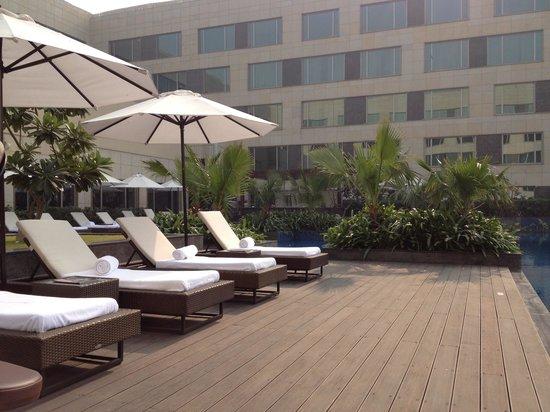JW Marriott Hotel New Delhi Aerocity: Beautiful pool area