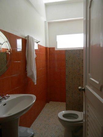 Allstar Guesthouse: bathroom