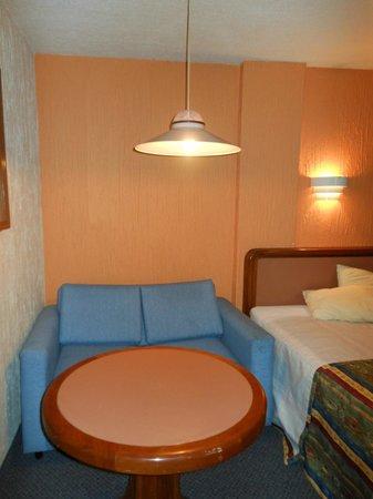 Hotel Metropol: habitacion con sillon