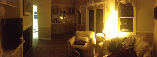 The Lodge at Camden Hills: panoramic kitchen and living room