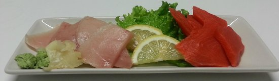 Seamark Restaurant Ltd.: Tuna and Salmon Sashimi