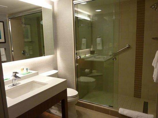 Hyatt Place Austin Downtown : Bathroom