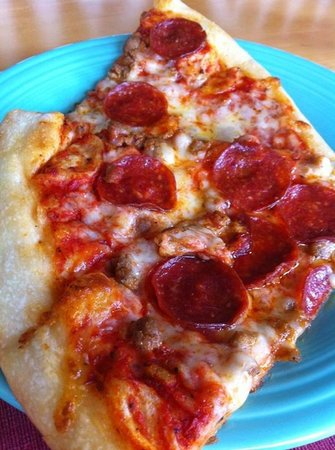 Fini's Pizzeria: Pepperoni pizza