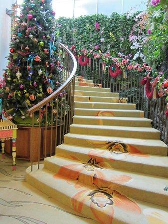 The Kahala Hotel & Resort : バンケットルームに続く階段