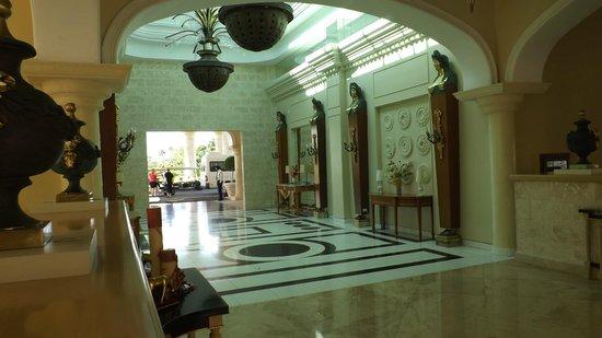 Iberostar Grand Hotel Bavaro: ENTARANCE TO THE RESORT
