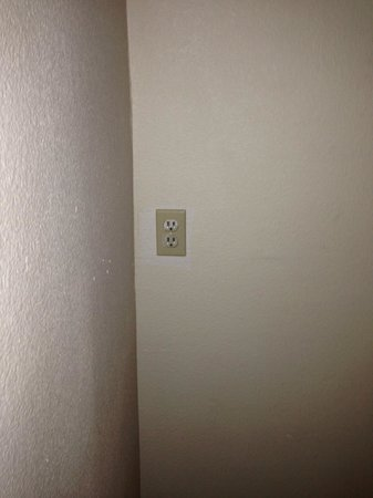 Alexis Park Resort: another wall outlet