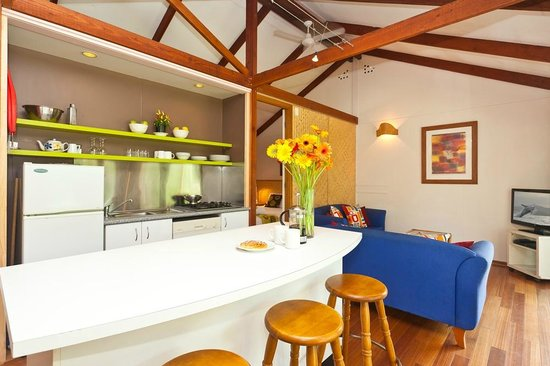 Tallow Beach Houses : Kitchen/living area